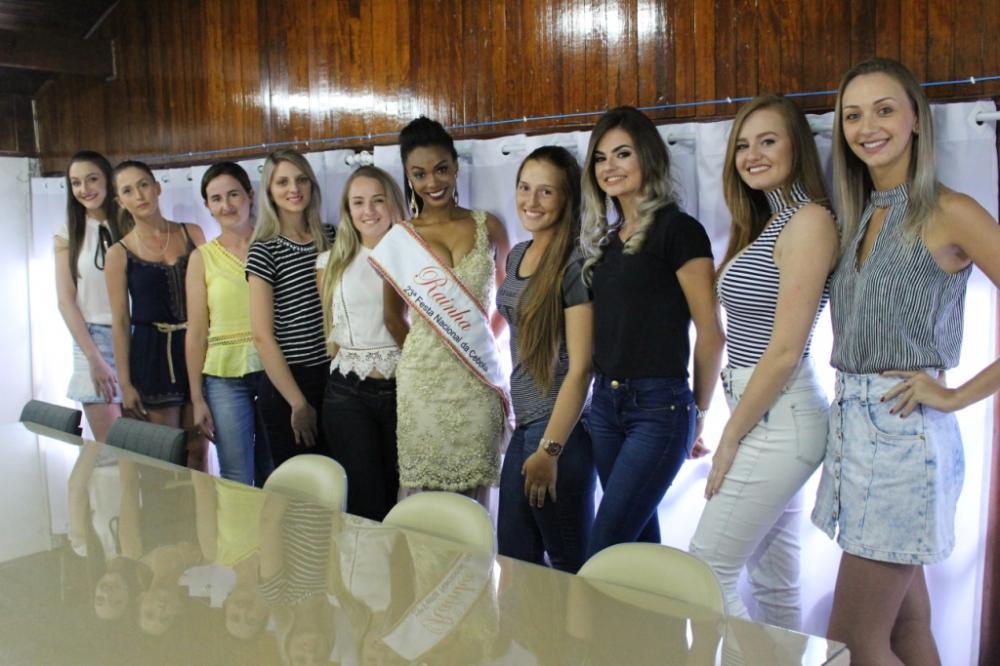 10 jovens disputam a Coroa de Rainha e Princesas da 24ª Expofeira Nacional da cebola de 2017