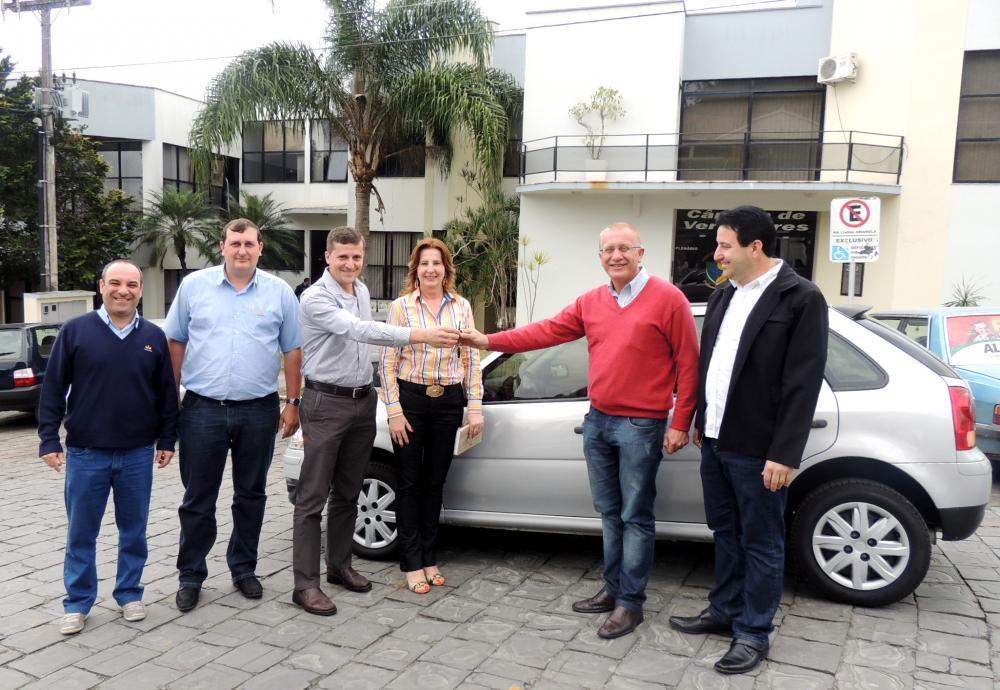 Prefeitura de Ituporanga recebe doação de um veículo