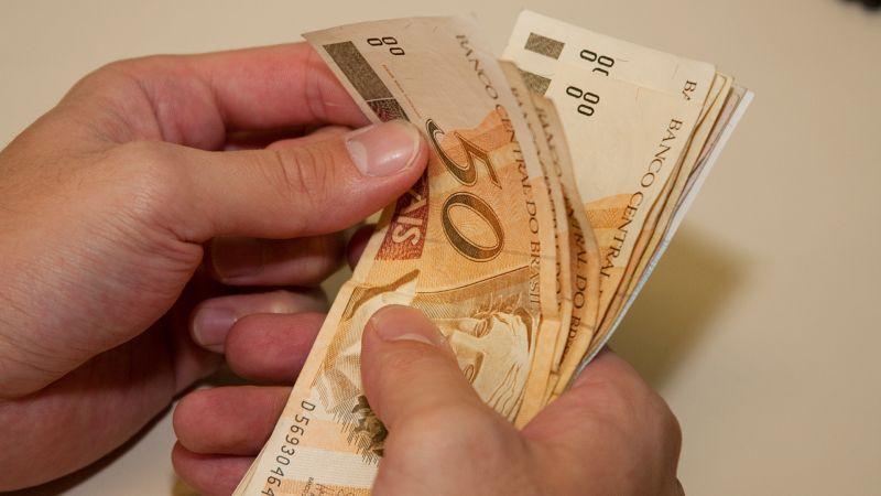 Prefeitura paga primeira parcela do 13º aos servidores públicos