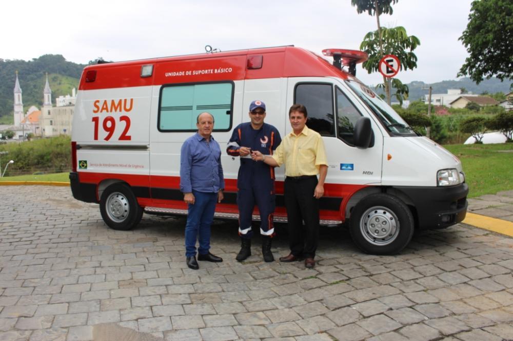 Ituporanga recebe nova ambulância para o SAMU