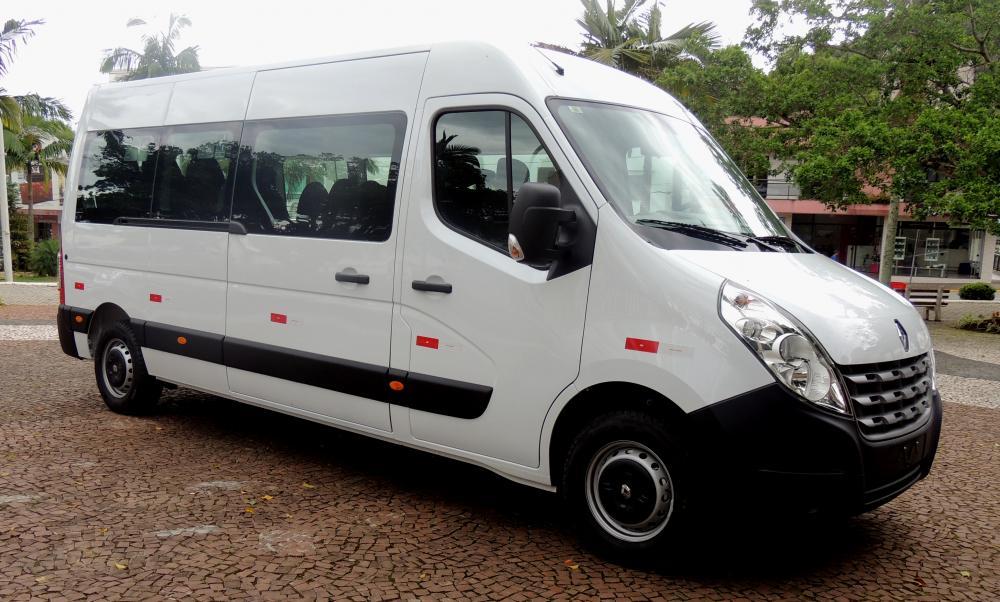 Secretaria de Saúde recebe novo veículo para transporte de pacientes