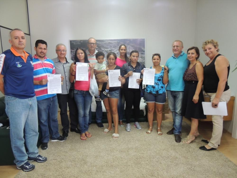 Famílias recebem Termo de Posse da Prefeitura de Ituporanga