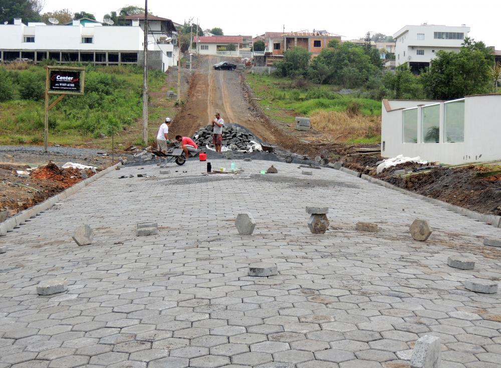 Prefeitura de Ituporanga inicia a pavimentação de mais duas ruas no município