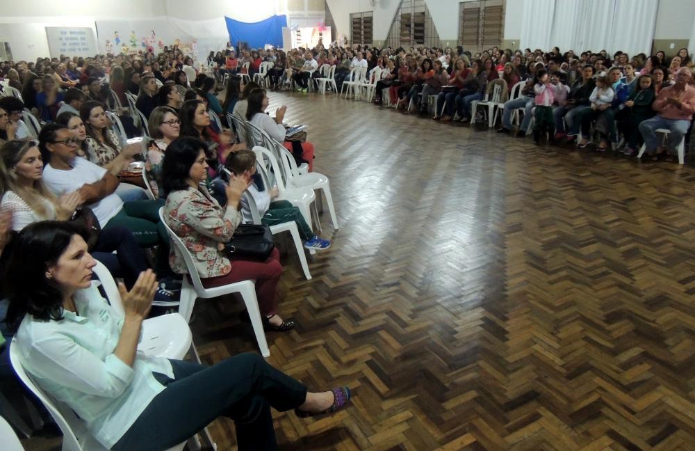 FREIAVI reúne centenas de profissionais da educação em Ituporanga