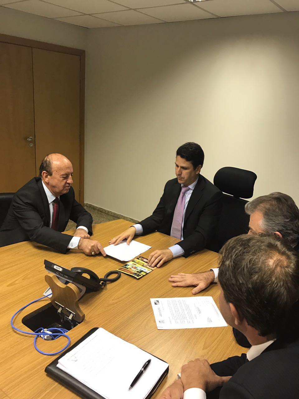 Em viagem a Brasília, prefeito garante mais de R$ 2 milhões em investimentos