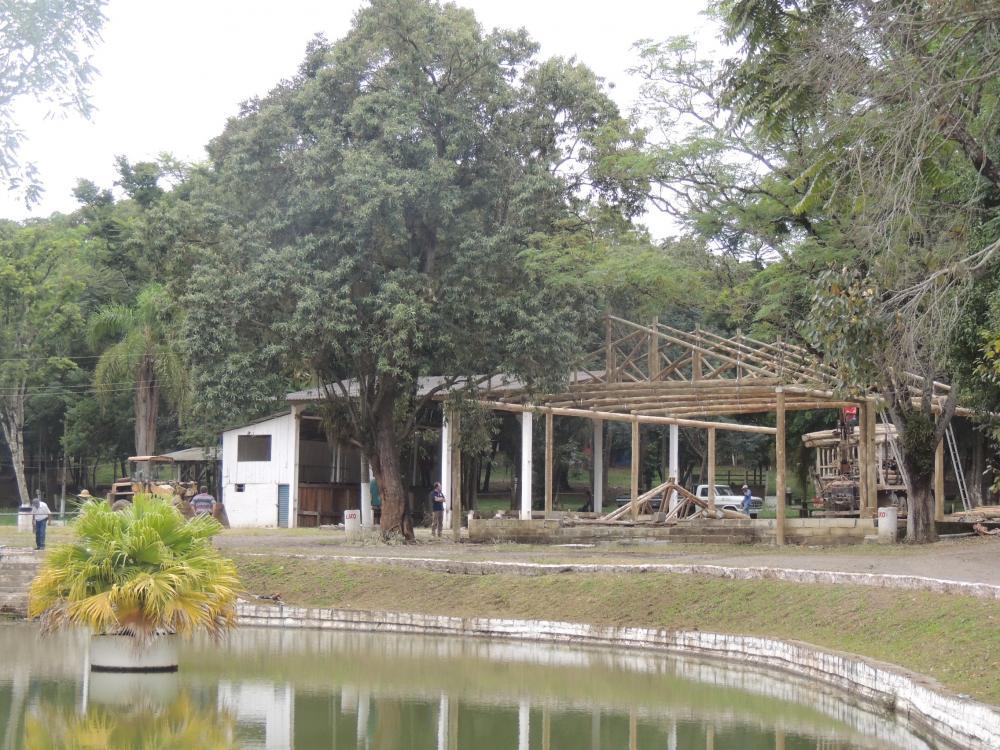 Parque de Exposições recebe melhorias para Festa da Cebola