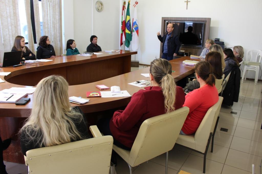 Gestores da Secretaria Municipal de Educação de Ituporanga realizam reunião para planejamento