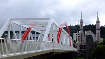 Iluminação da Ponte Vitório Sens começa a ser instalada