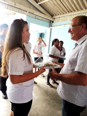 Prefeitura de Ituporanga entrega material e uniforme escolar aos alunos da rede municipal de ensino