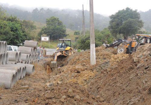 Cerca de 90 tubos serão instalados em rua de Ituporanga