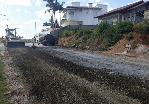 Ruas asfaltadas recebem operação tapa-buracos em Ituporanga