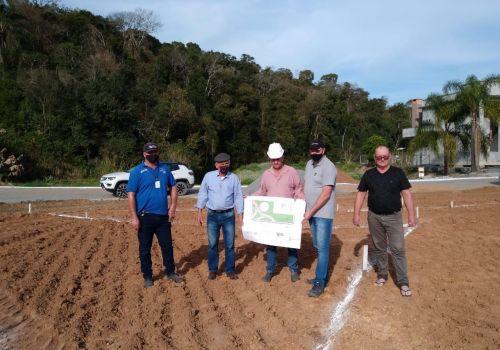 Administração inicia construção de área de lazer no Bairro Boa Vista