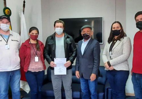 Assinada ordem de serviço para início de obras no Centro Educacional Bernardina Farias de Matos