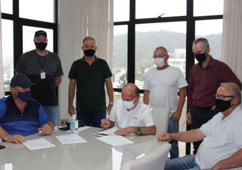 Assinatura da Ordem de Serviço para Pavimentação da Rua José Paulino Clasen