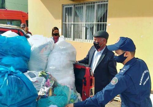 Bombeiros fazem entrega de cerca de 300 quilos em roupas de inverno para o Lar da Solidariedade