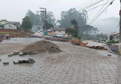 Chuva atrapalha conclusão de obra e Rua José Koerich seguirá interditada até segunda-feira