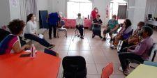Idosos atendidos pelo Serviço de Convivência  participam de Roda de Conversa sobre o Outubro Rosa