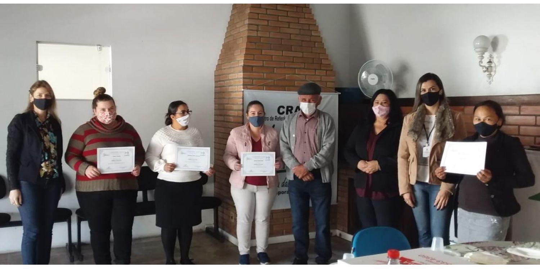 Mulheres atendidas pelo CRAS em Ituporanga recebem diploma do Curso de Modelagem e Costura