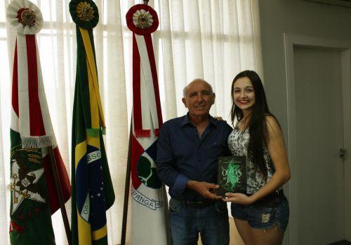 Jovem Ituporanguense lança primeiro livro