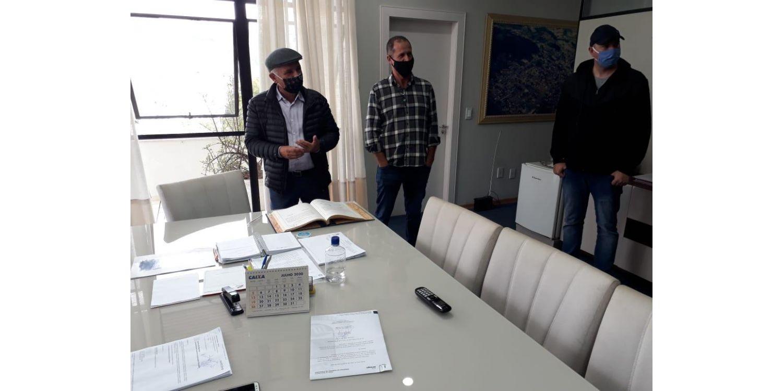 Prefeito Gervásio passa o cargo para o presidente da Câmara