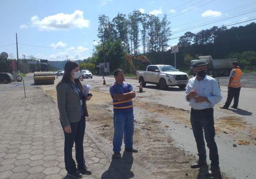 Retomadas obras de recapeamento da Avenida Brasil, próximo ao Portal de Ituporanga