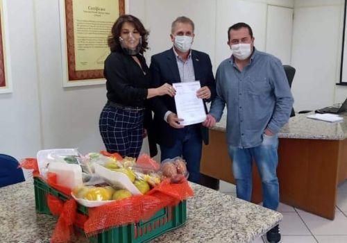 Secretário de Estado da Agricultura garante R$ 250 mil para compra de uma máquina e implementos